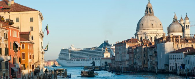 Venezia, cadavere affiora a Sacca Fisola. Recuperato dai pompieri, polizia indaga