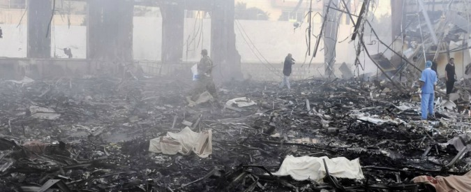 """Yemen, raid saudita al funerale dei ribelli sciiti. """"Almeno 155 morti e 500 feriti"""""""