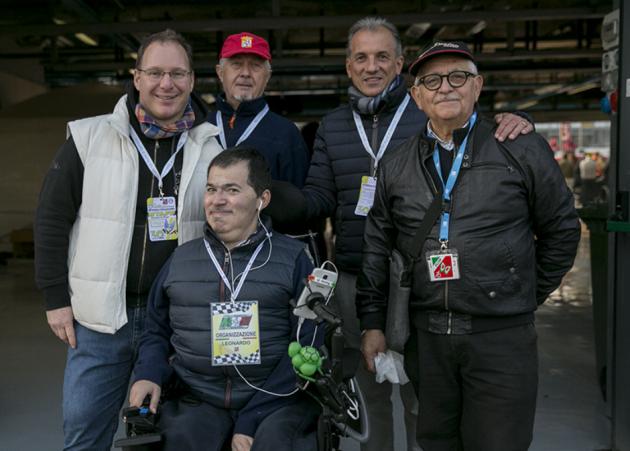 Leonardo Baldinu con amici a 6 Ruote di speranza