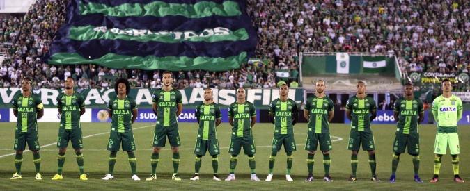 Disastro aereo, la squadra di calcio Chapecoense proclamata campione della Coppa sudamericana