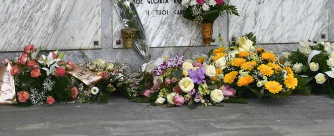 Bologna, arrivano in cimitero ma non trovano la tomba del padre. Era stata spostata a maggio 2016 senza avviso
