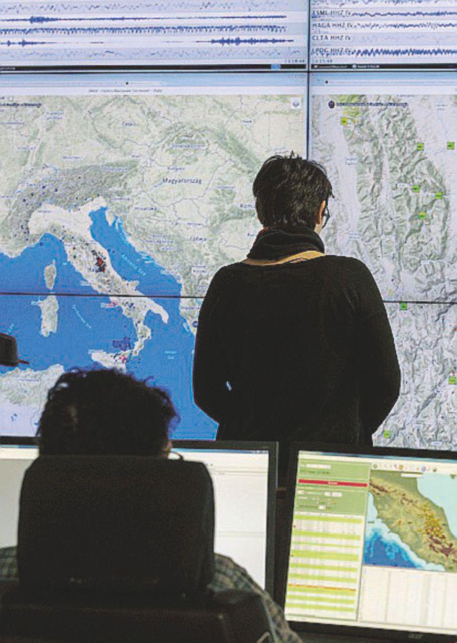 """Storia delle 1.086 sentinelle del sisma tra precariato e raccomandati """"politici"""""""