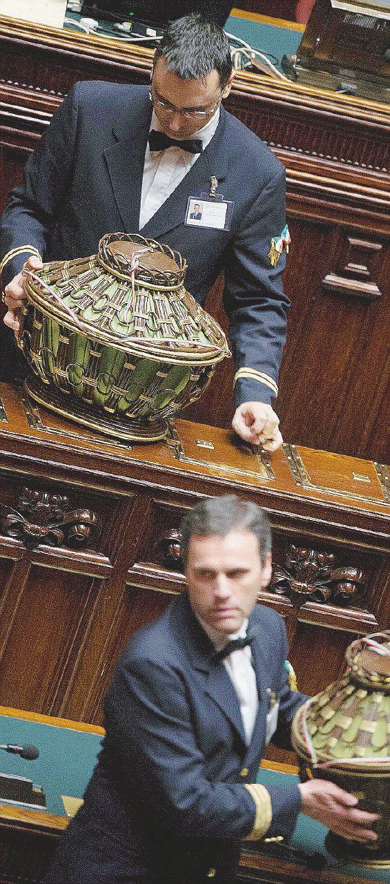 In Edicola sul Fatto Quotidiano del 4 novembre: il nuovo Senato si regala l'aumento ai superburocrati