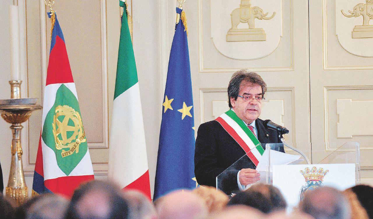 Catania cade nel dissesto finanziario e criminale