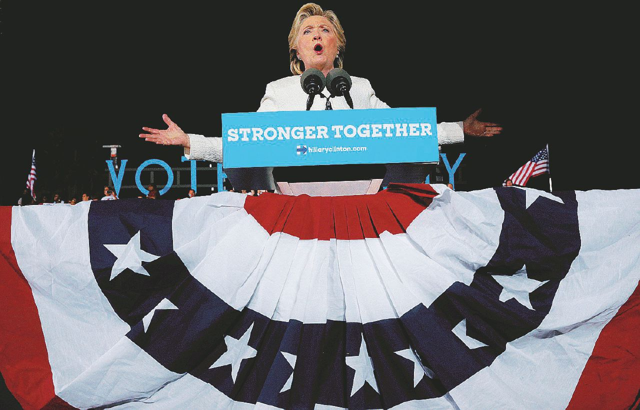 Giravolta Fbi: Hillary è vittima di falsi dossier