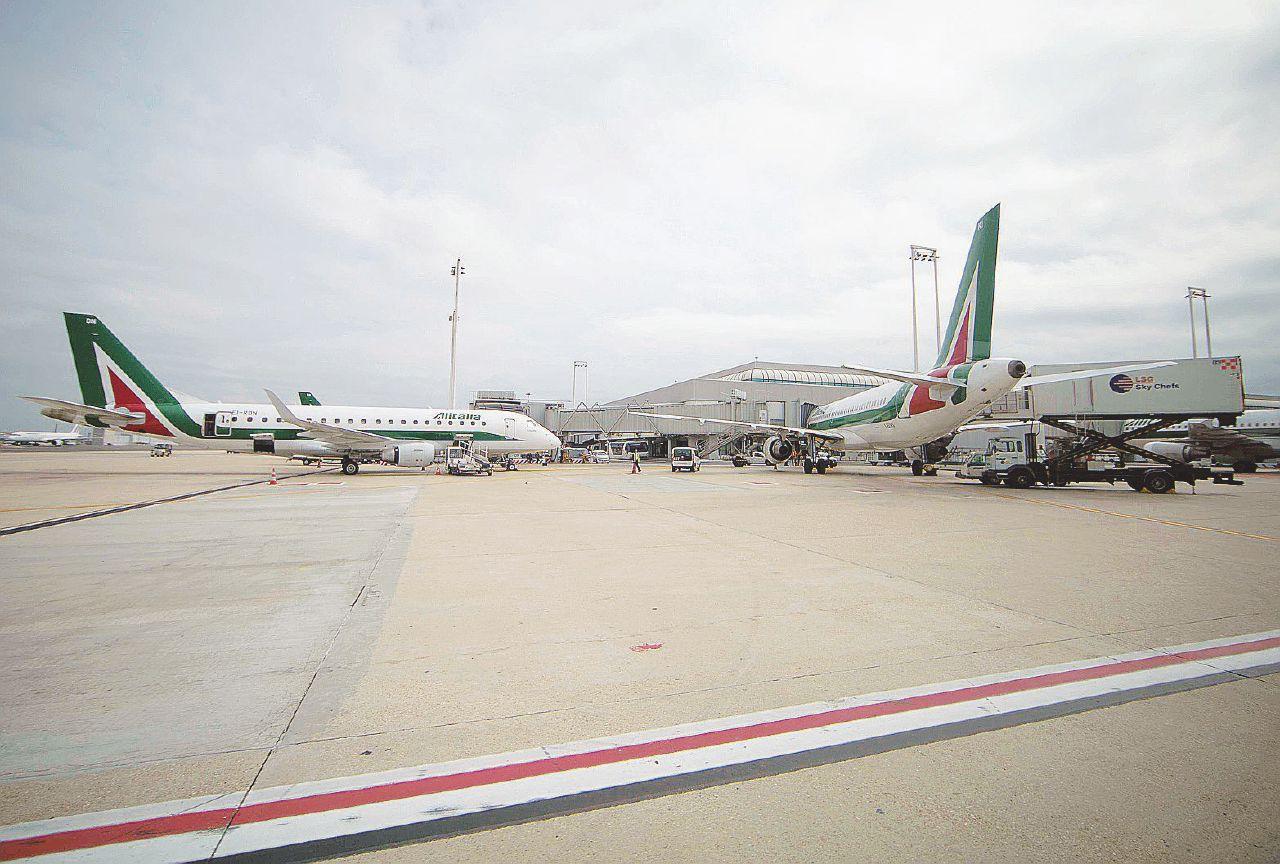 """Strano caso Alitalia: 7 guasti seri in 80 giorni. """"Sono troppi"""""""