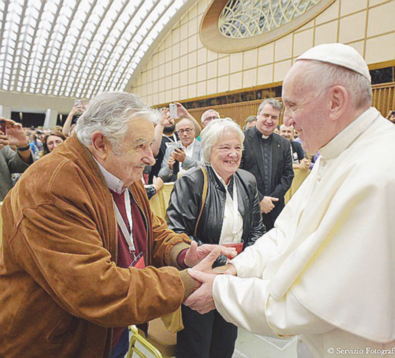 """Il """"papa laico"""" agli antipodi degli yankee predica povertà dall'altra parte del mondo"""