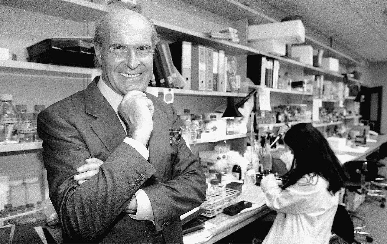 """Cancro e Big Pharma: Veronesi e la """"macchina"""" della ricerca"""