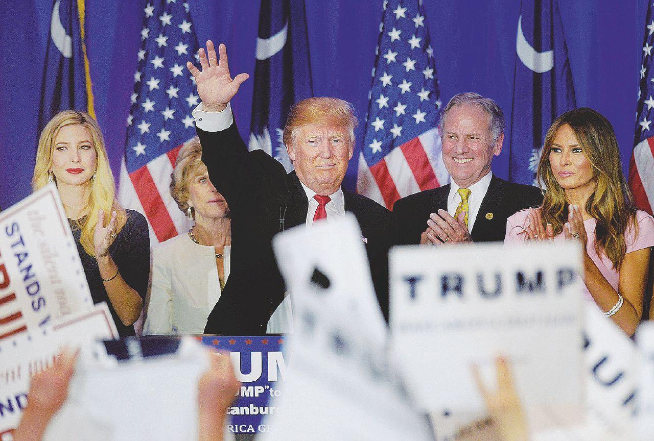 Trump squarcia l'America: meno voti, ma stravince