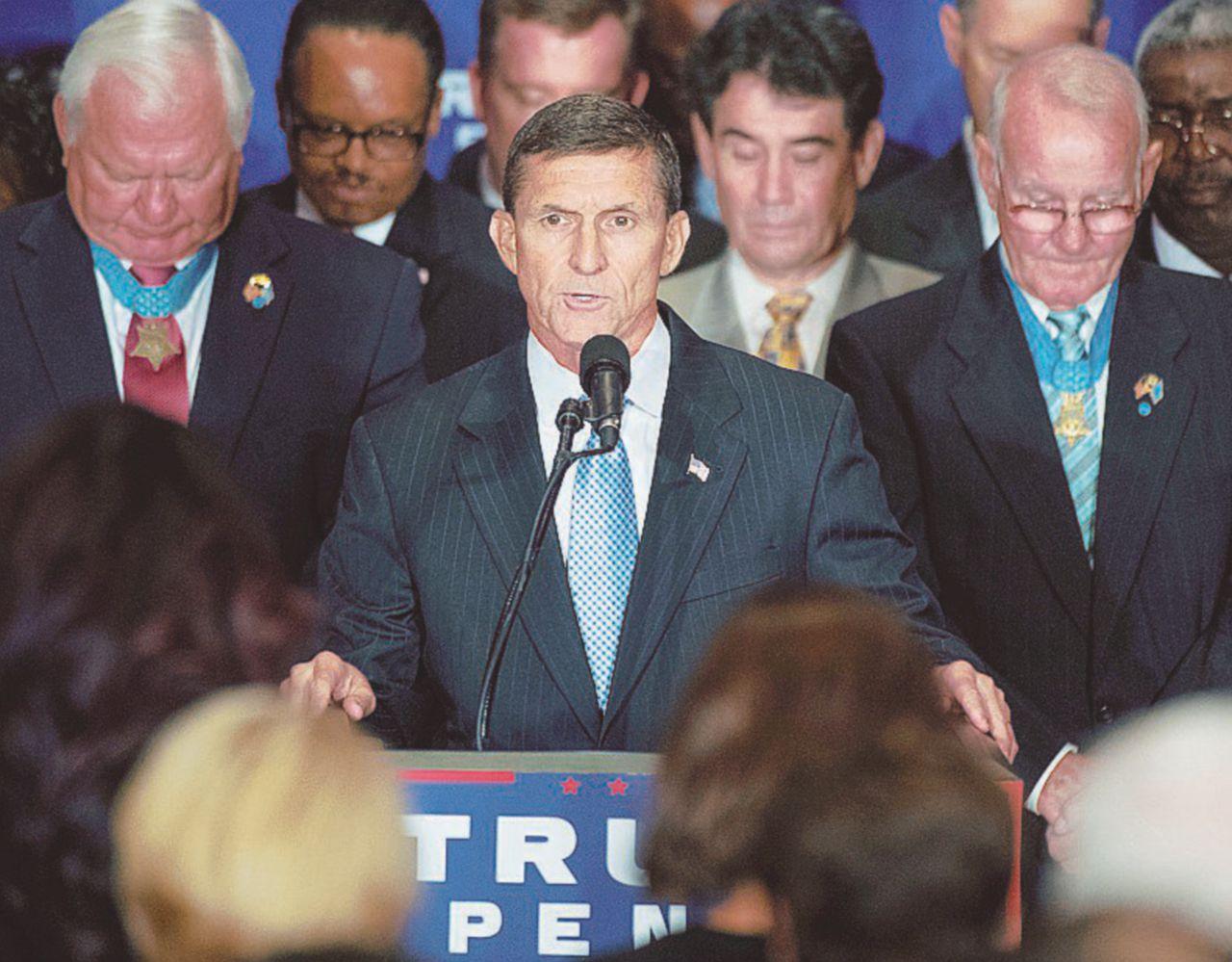 Colpi di maglio sui jihadisti, tante carezze a Putin: Michael Flynn sarà il nuovo sceriffo