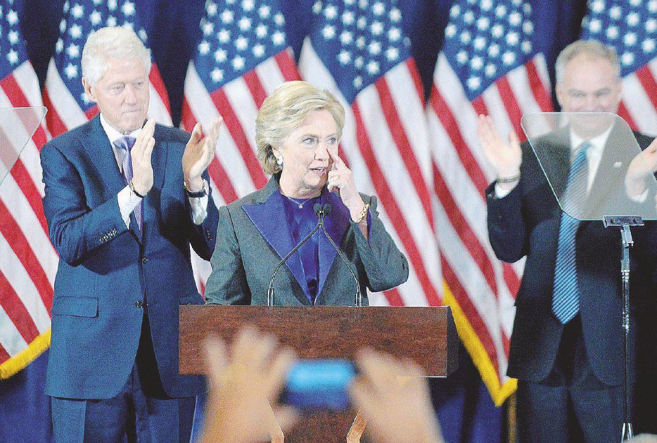 """Hillary-Obama, affondati dalla """"tempesta perfetta"""""""