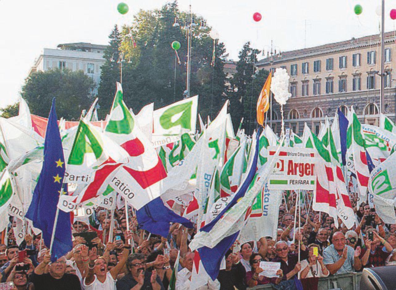 I vigili della Raggi multano la piazza di Renzi