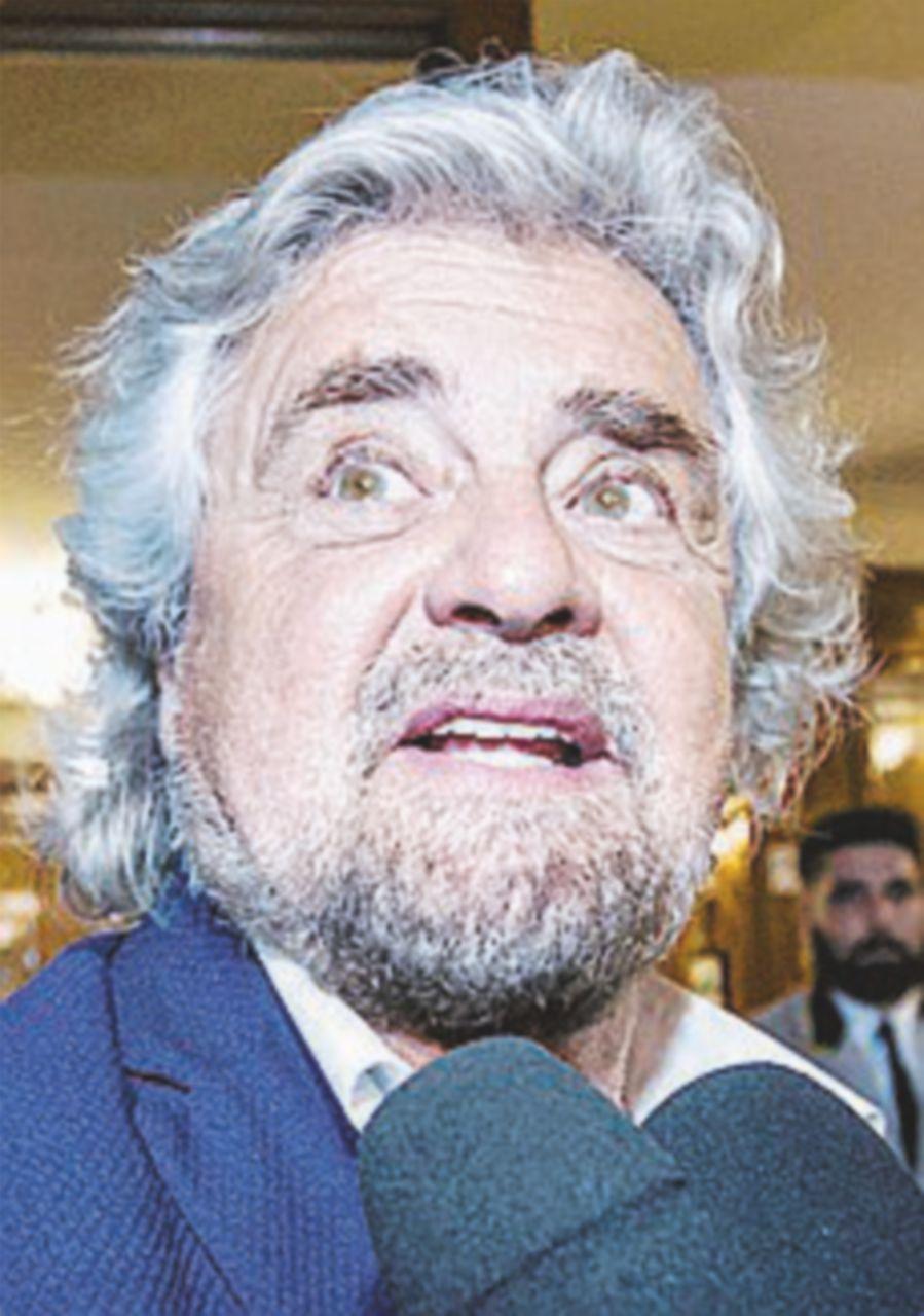Grillo dichiara morto il direttorio (e avverte Bergoglio)