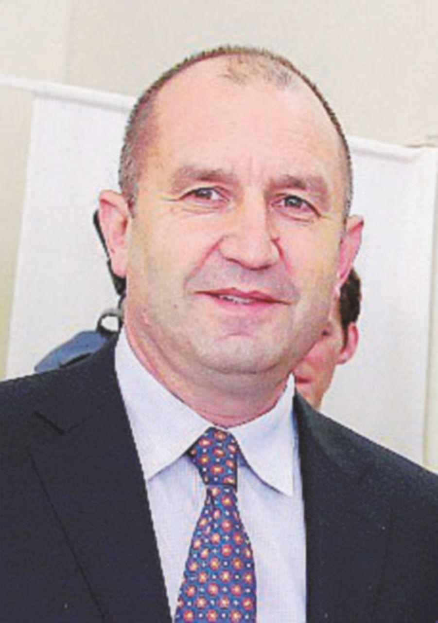In Bulgaria vince il socialista Radev. Il premier si dimette