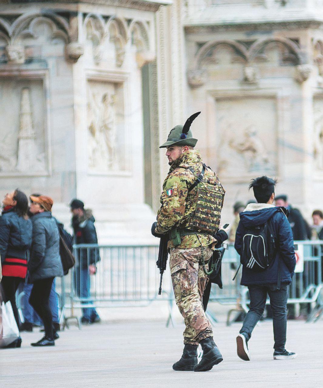 Sala invoca l'esercito a Milano, ma i militari (così) sono inutili