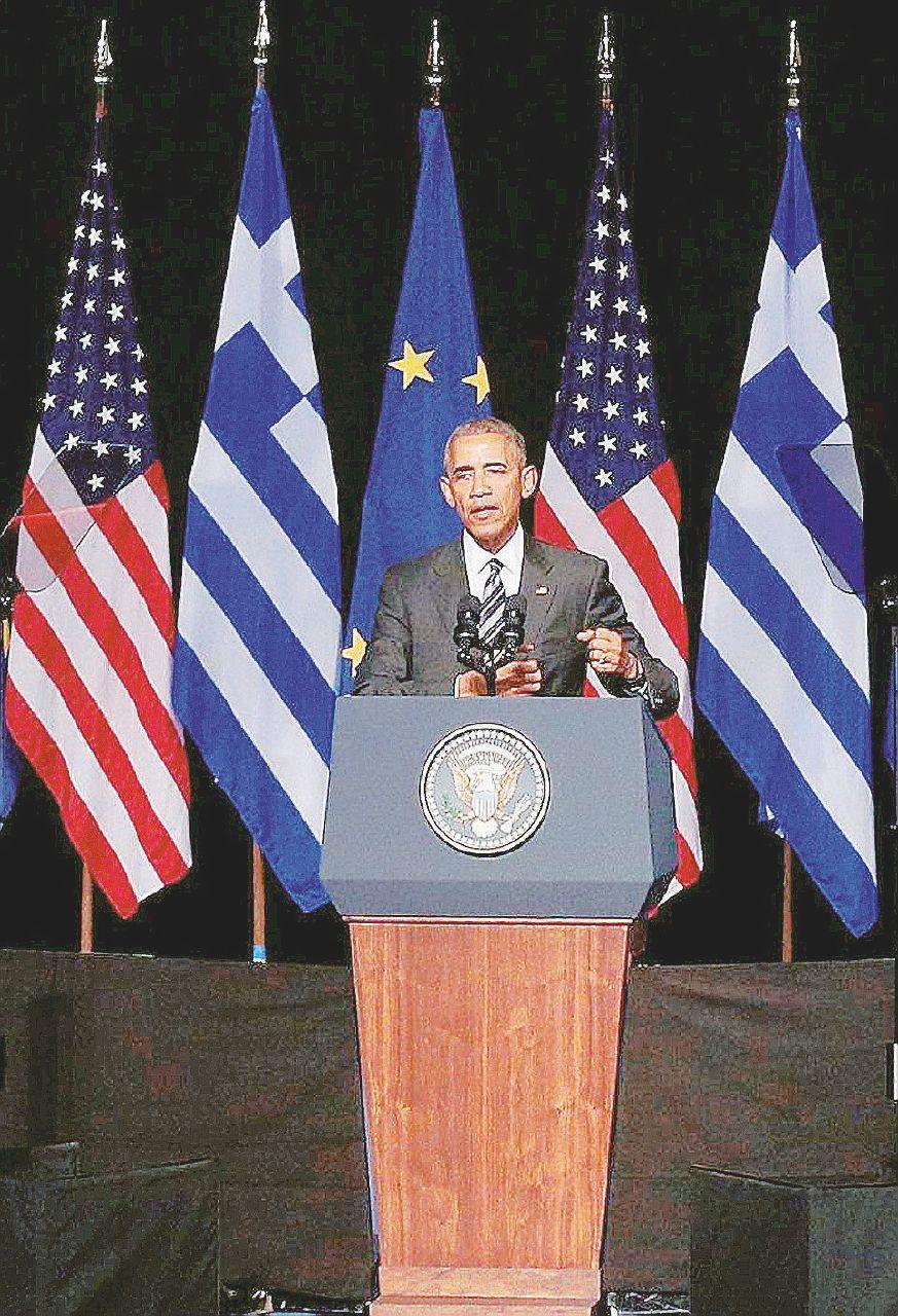 Obama rockstar ad Atene canta solo le sue lodi