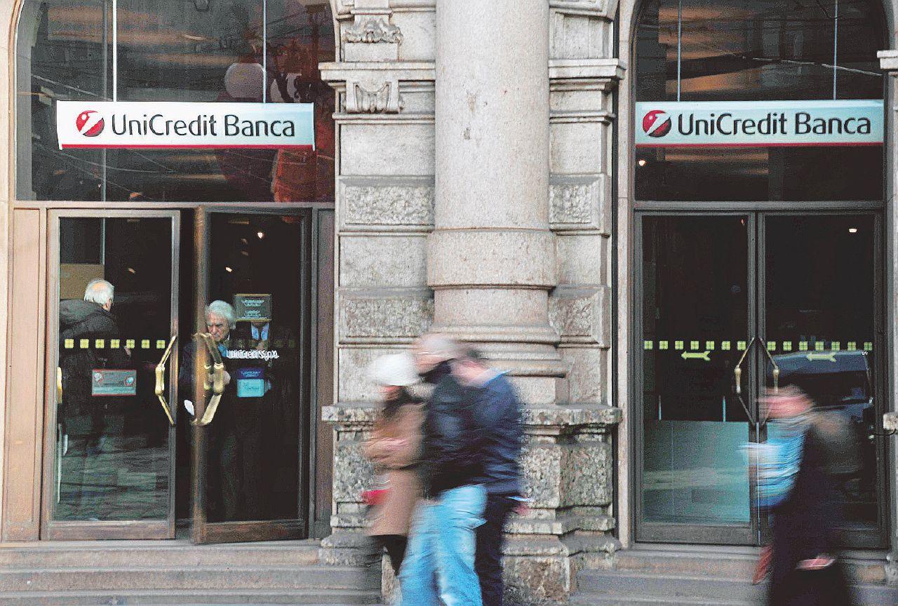 Unicredit diventa francese, il governo fa finta di niente