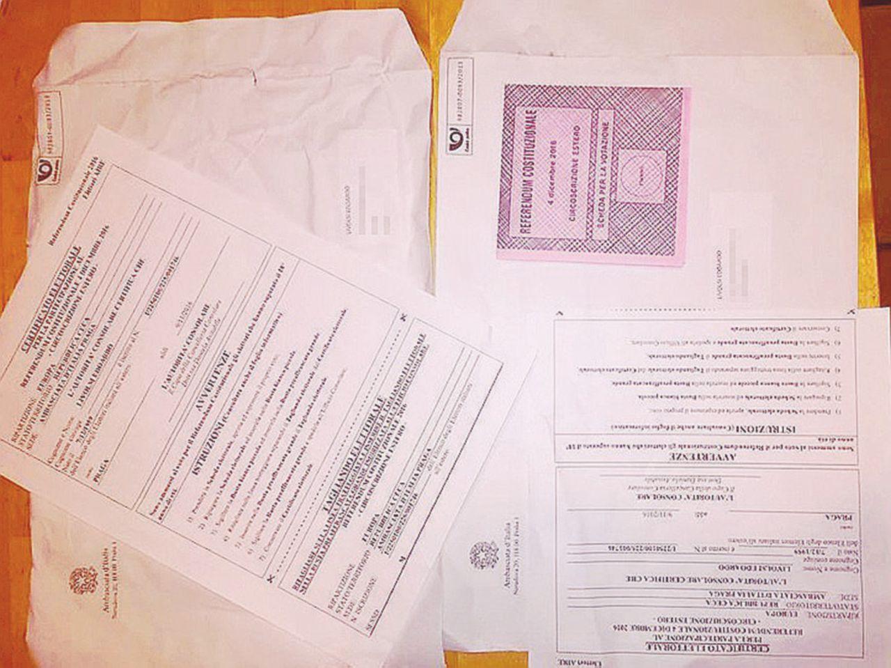 In Edicola sul Fatto Quotidiano del 19 novembre: Referendum, italiano di Praga ha 2 schede: può votare 2 volte