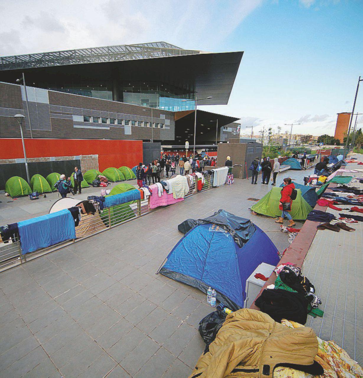 Roma città all'aperto, multe e sgomberi per i migranti