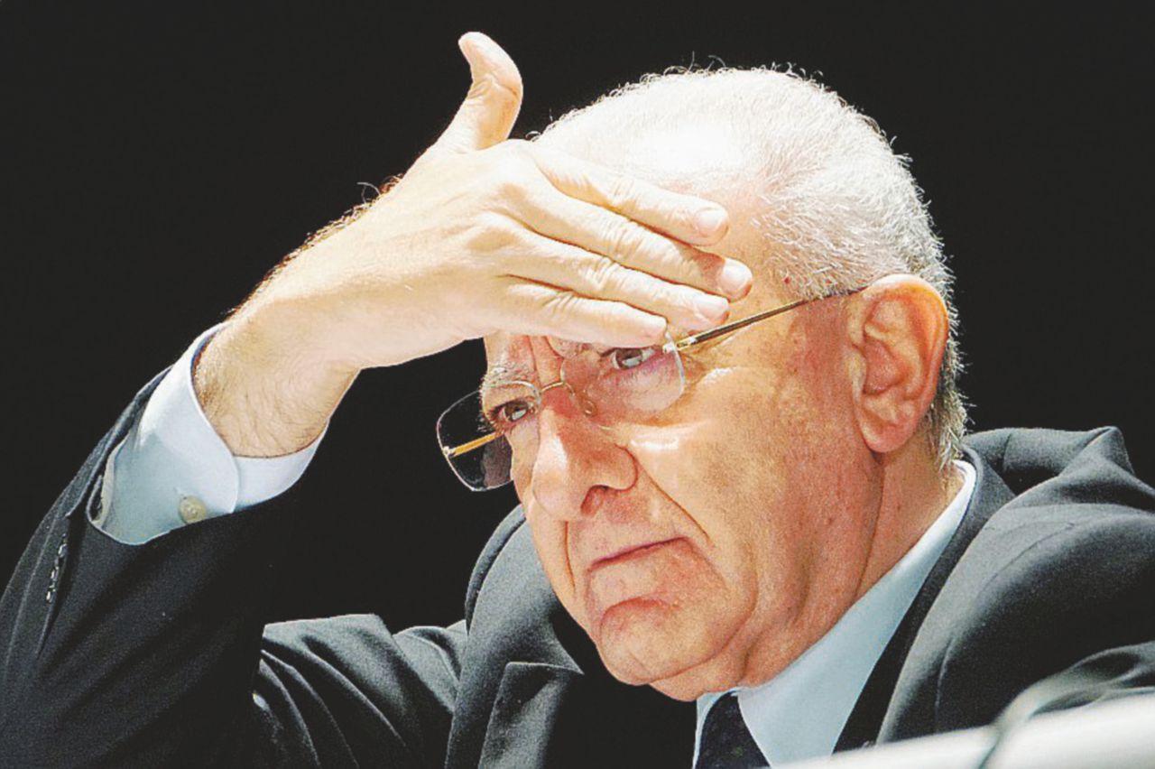 L'emendamento De Luca fa inceppare Pd e governo