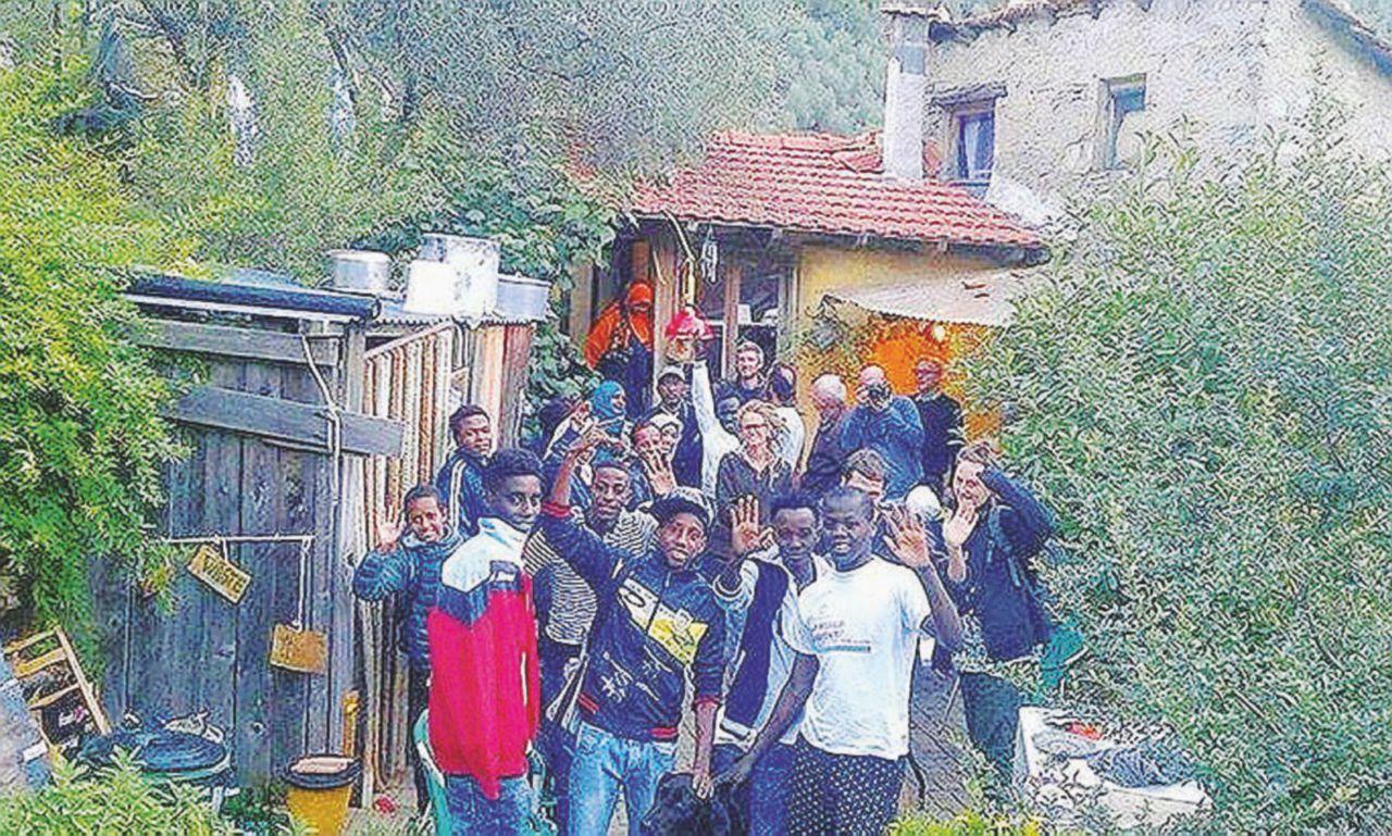 Il contadino Cédric salva i migranti e finisce alla sbarra