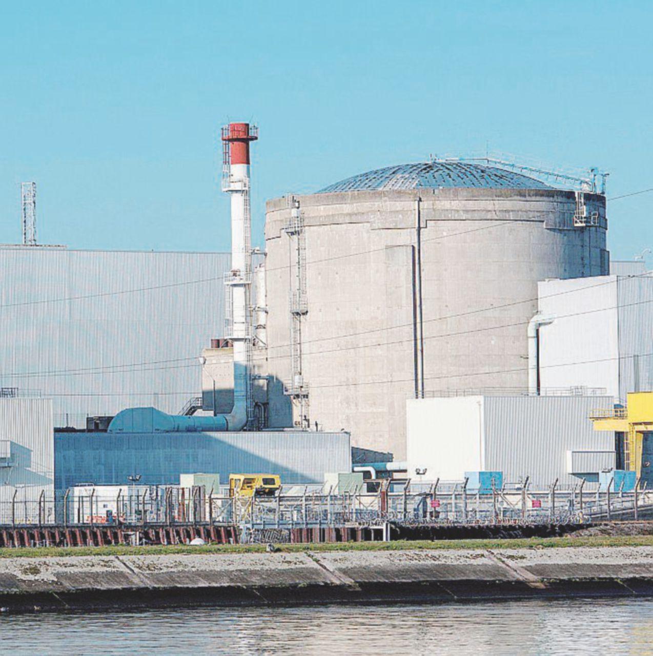 """Francia colabrodo atomico: """"Reattori insicuri e guasti"""""""
