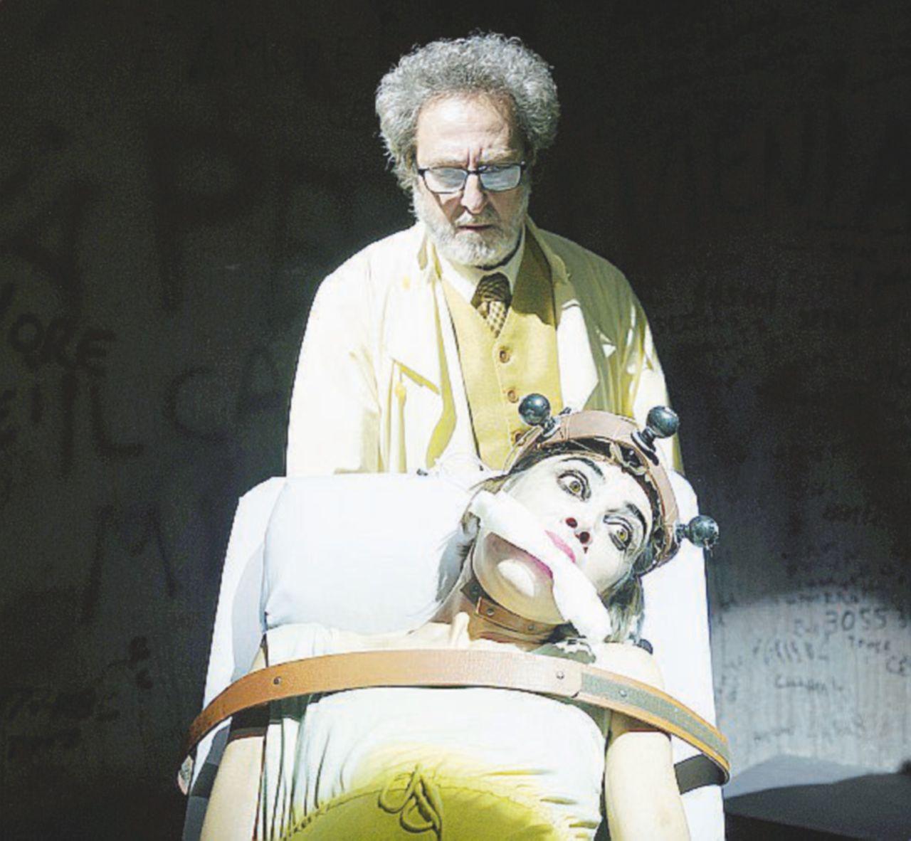 La bellezza catartica del Teatro racconta gli inferi del manicomio