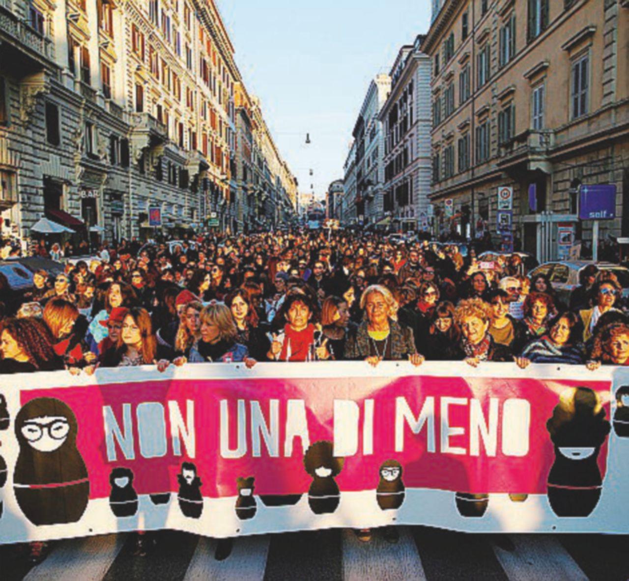 Donne in piazza contro la violenza. In 200 mila sfilano nella Capitale