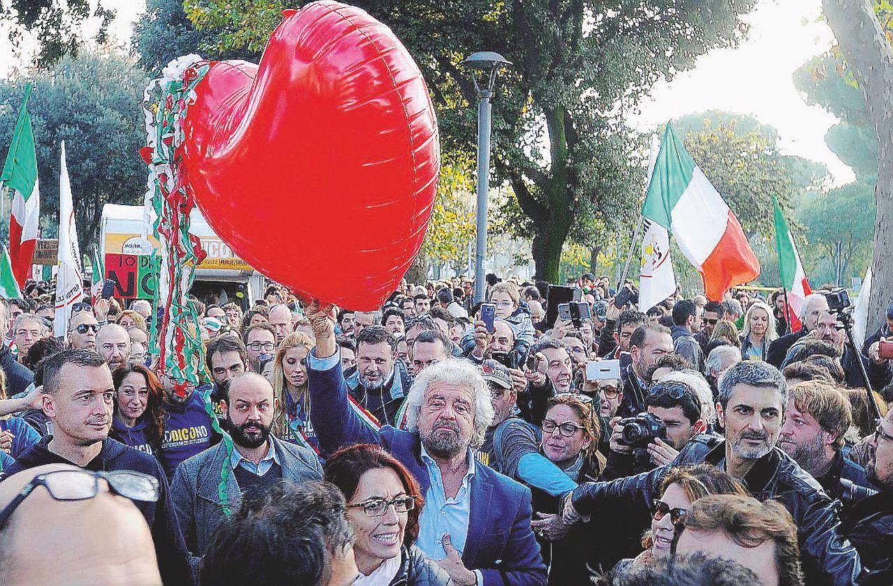 """Grillo fa il moderato: """"Se vince il M5S i mercati non crollano"""""""