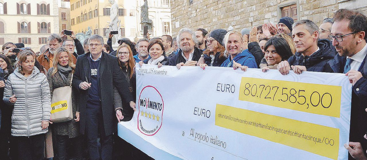 Cinque Stelle e Renzi alla guerra dei tagli