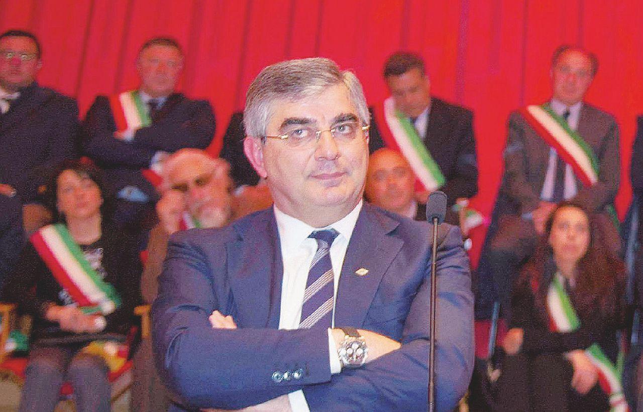 """Referendum, il governatore abruzzese D'Alfonso ai sindaci del Pd: """"Votate Sì. Arrivano i soldi"""""""