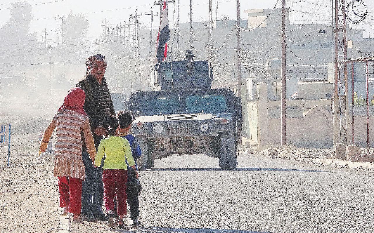 Il cielo sopra Mosul: bombe, cecchini e sberleffi al Califfo
