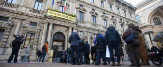 """Umberto Veronesi, a Milano cittadini in coda per l'ultimo saluto. Il figlio: """"Non ha voluto essere curato fino alla fine"""""""