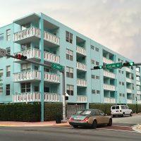 Miami Beach: Collins Avenue