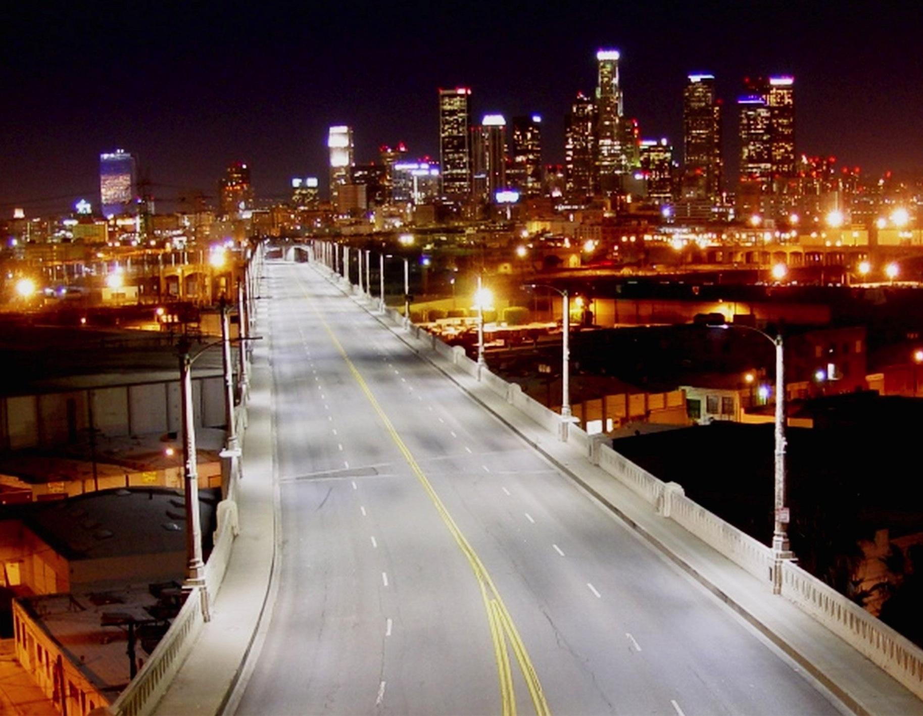"""Sicurezza stradale, a Los Angeles arrivano i lampioni con le """"orecchie"""""""