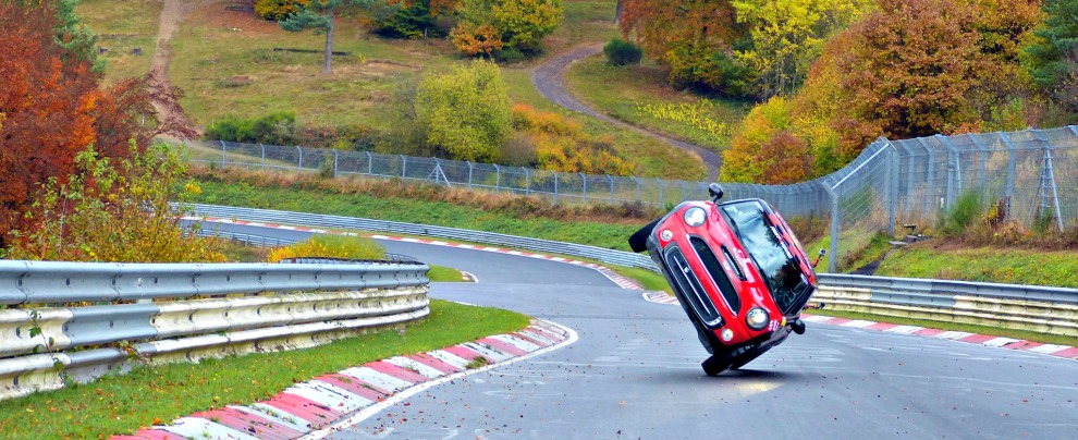 Mini, record su due ruote al circuito del Nurburgring – VIDEO