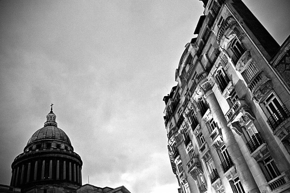 """Vicino al Pantheon, a rue Amyot, abitava la famiglia di Jeanne Hebuterne, la donna più amata da Dedo. Qui Jeanne, dopo aver saputo della morte del pittore, si gettò nel vuoto togliendosi la vita. Era al nono mese di gravidanza (foto dalla mostra """"I luoghi di Modigliani tra Livorno e Parigi"""")"""