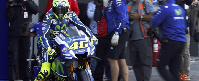 """Valentino Rossi, tifosa spagnola denuncerà il pilota per l'incidente al paddock: """"Voleva farmi male"""" – VIDEO"""