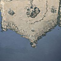 """Scali degli Olandesi, Livorno: qui nel 1909 Modigliani lanciò nei Fossi Medicei le teste scolpite che gli amici artisti avevano dileggiato. Sempre qui furono ripescate le celebri false teste (foto dalla mostra """"I luoghi di Modigliani tra Livorno e Parigi"""")"""