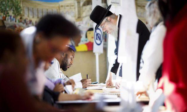 un-seggio-elettorale-a-brooklyn-new-york