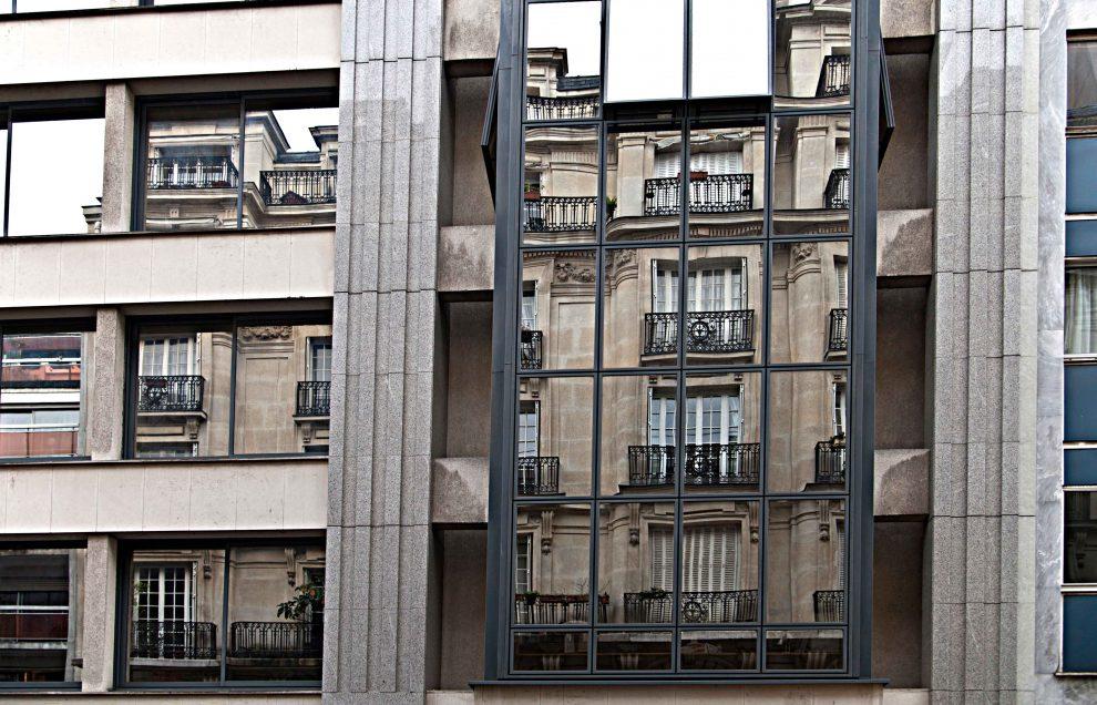 """Villa di Paul Alexandre, rue du Delta. Alexandre, medico, fu una sorta di piccolo mecenate di Modigliani. Nella villa stabilì una specie di comune degli artisti. Le feste erano famose in tutta la città: giochi, spettacoli, dibattiti, balli ma anche alcol, hashish, oppio, assenzio. Modigliani, racconta Warnod, ne era """"il gran maestro"""" (foto dalla mostra """"I luoghi di Modigliani tra Livorno e Parigi"""")"""