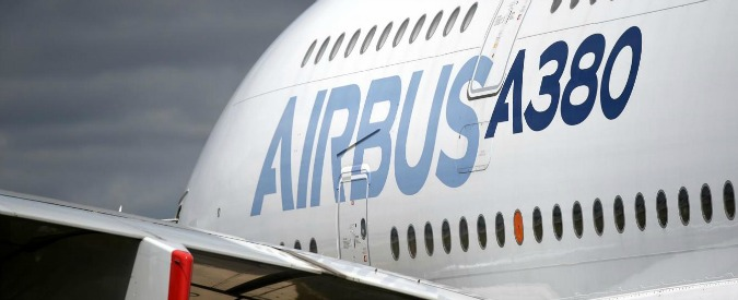 """Lavoro, Airbus annuncia il taglio di 1.164 posti: """"Uscite volontarie e prepensionamenti oppure licenziamo"""""""