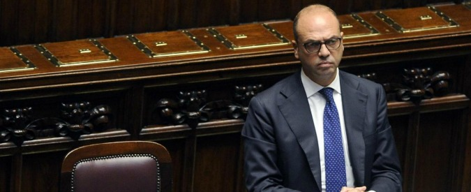"""Referendum, Alfano alla Camera su frasi De Luca: """"E' suo modo di fare campagna. Quel linguaggio l'ha fatto vincere"""""""