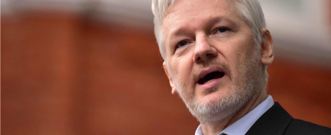"""Usa, Assange: """"L'amministrazione Obama accusa hacker russi di aver influenzato le elezioni per screditare Trump"""""""