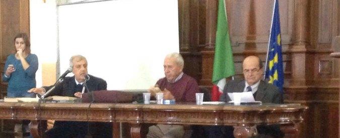 """Referendum, Bersani in tour per il No in Sicilia tra attacchi e selfie alla renziana. Lo studente: """"Lei come dorme la notte?"""""""