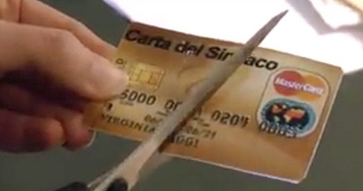 """Virginia Raggi taglia la carta di credito: """"Rispettiamo l'impegno preso in campagna elettorale"""""""