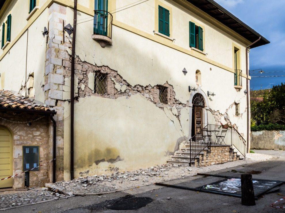 Case Di Pietra Terremoto : Terremoti tetti di cemento e pareti friabili nextquotidiano