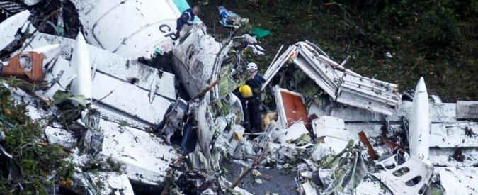 """Disastro aereo Colombia, la registrazione del pilota: """"Guasto totale, siamo senza carburante"""". I superstiti: """"Grida e panico"""""""