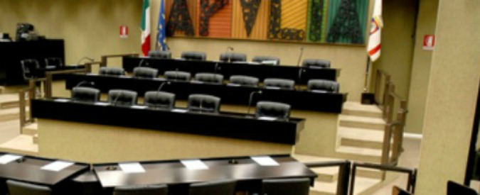 Taranto, il Pd pugliese si spacca sui 50 milioni negati dal governo. E il fronte del Sì perde pezzi e voti