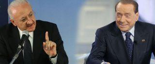 """""""De Luca scherzava"""", la giustificazione del Pd copiata da Fi. Quando assolveva sempre Berlusconi: dalla mafia al kapò"""